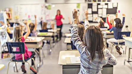 世界の労働市場が直面する課題、教育現場の人材不足をどう解消するか